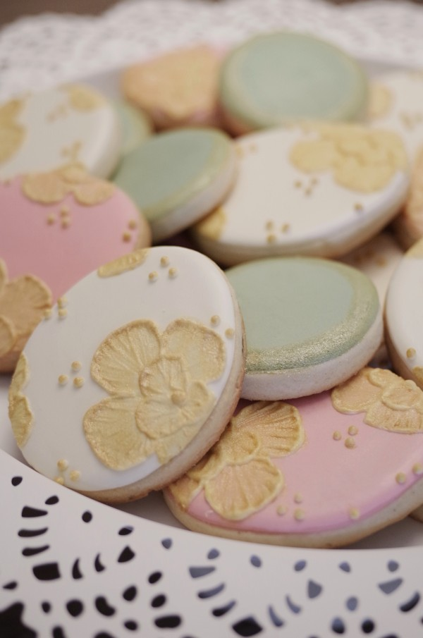 Easter-brush-emboridery-gold-cookies1