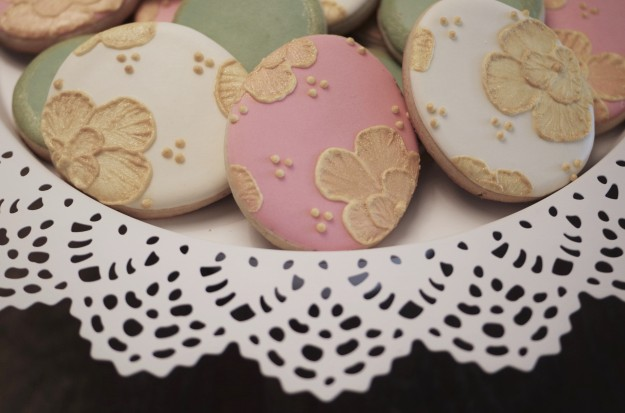 Easter-brush-emboridery-gold-cookies3